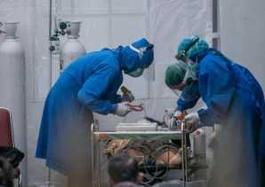 Infeksi Covid-19 Membahayakan Tenaga Medis Indonesia Meskipun Sudah Divaksinasi