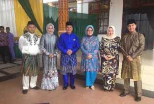 Gelar Open House, Warga Serbu Ketua DPRD Riau Septina untuk Berfoto dan Bersalaman