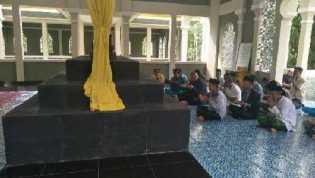 Berkunjung ke Negeri Istana, Bupati Inhu Yopi Ziarah ke Makam Sultan Siak