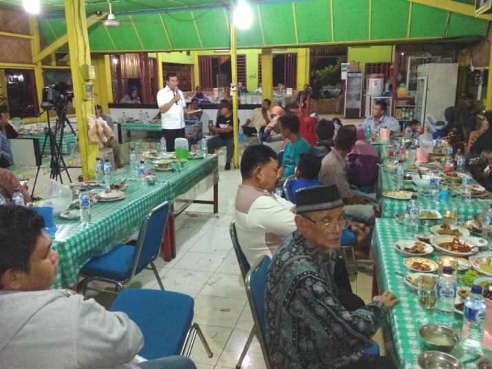 DR H Firdaus Silaturahmi dengan Masyarakat Kandis,Kabupaten Siak