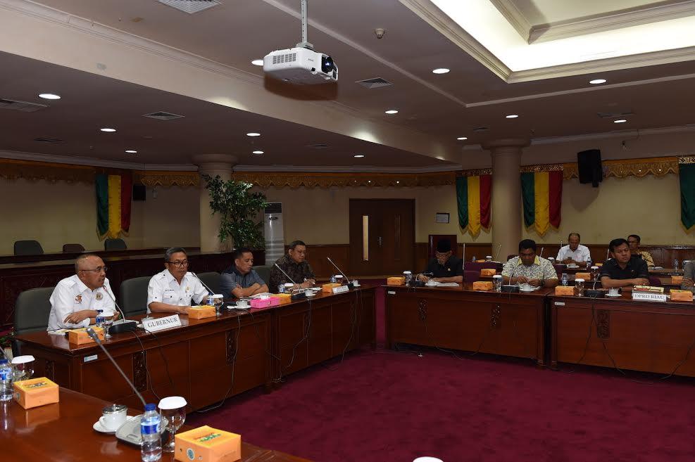 Rapat RTRW di Kantor DPRD Provinsi Riau Ditunda