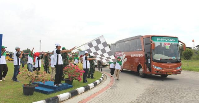 Perdana 400 Pemudik di Berangkatkan PTPN V ke Medan