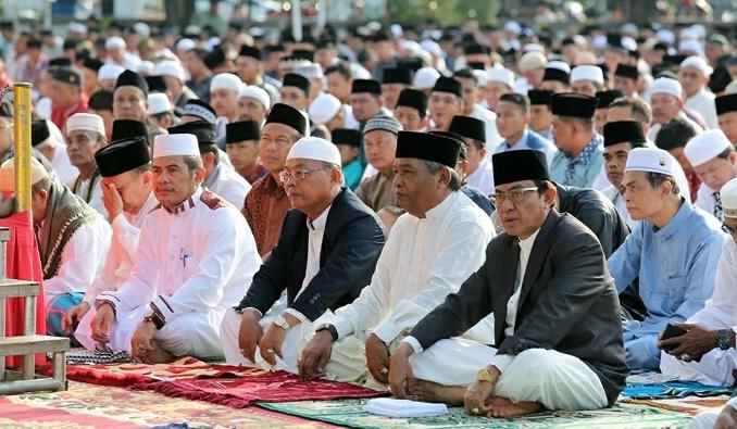 HM Wardan Sholat Idul Adha di Lapangan Gajah Mada