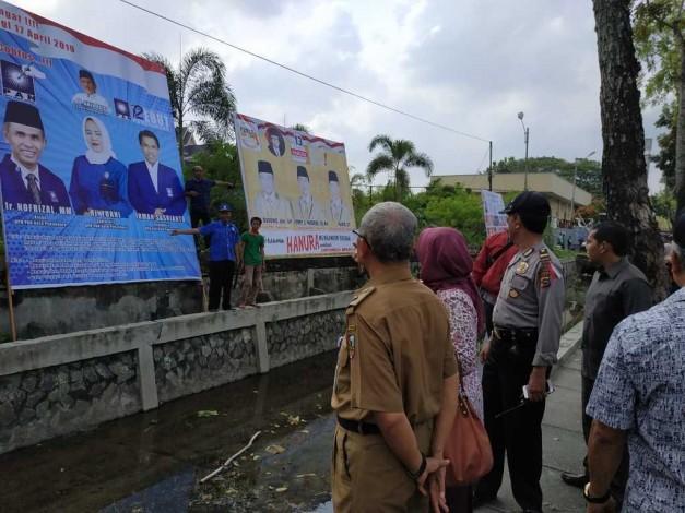 KPU Pekanbaru Pasang APK 16 Parpol di Purna MTQ