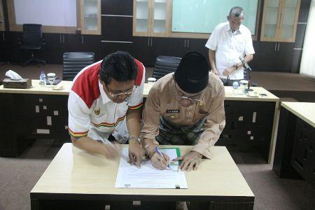 Pemkab Inhil dan Universitas Riau Teken MoU