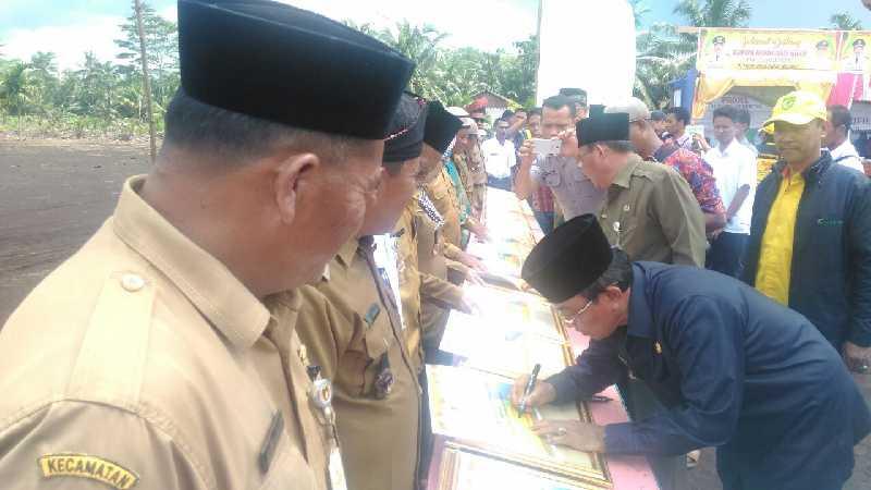 HM. Wardan Lantik 8 Kades dan Resmikan Gebyar DMIJ di Pulau Burung