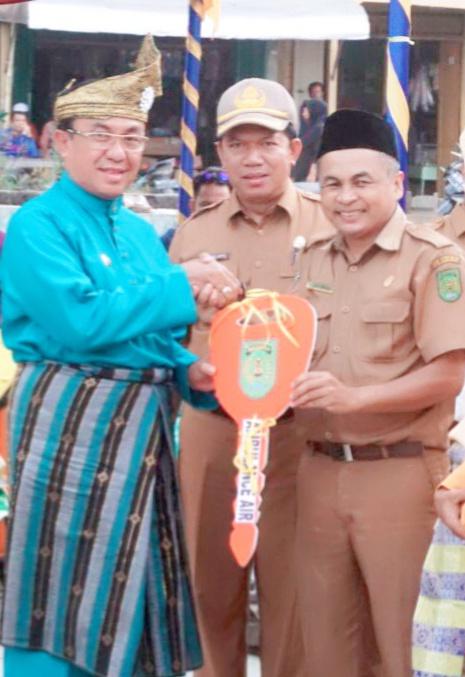 Bupati Serahkan Ambulance Air Kepada RSUD Tengku Sulung, Pulau Kijang