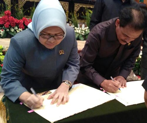DPRD Riau-Pemprov teken KUA-PPAS RAPBD Riau 2017Rp10.4 T