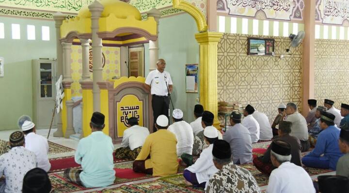 Pjs Bupati Inhil Shalat Jum'at di Masjid Darussalam Pulau Burung