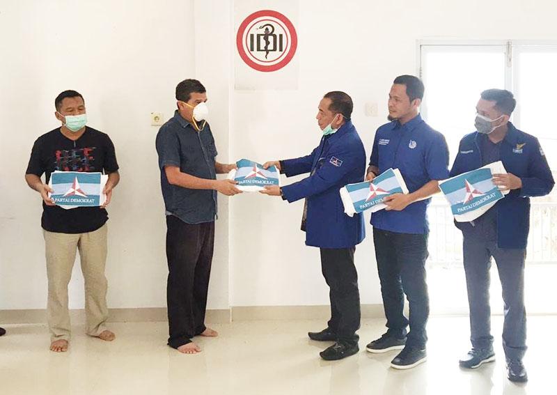 Fraksi Demokrat DPRD Riau Sumbangkan 100 APD untuk Tenaga Medis