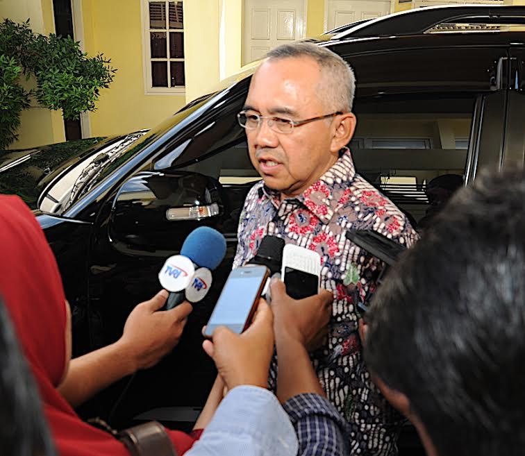 Gubernur Riau Serahkan Beragam Bantuan di Inhu,  BRK Ikut Sumbang Rp1 Miliar