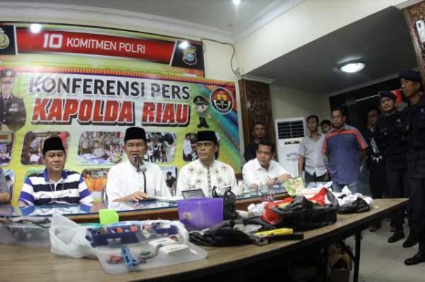 3 TSK Teroris Berencana Ledakkan Gedung DPRD Riau Dan DPR RI