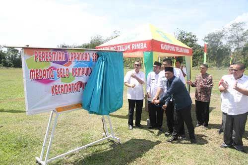Bupati Siak Syamsuar Resmikan Lapangan Sepak Bola Kampung Telukrimba