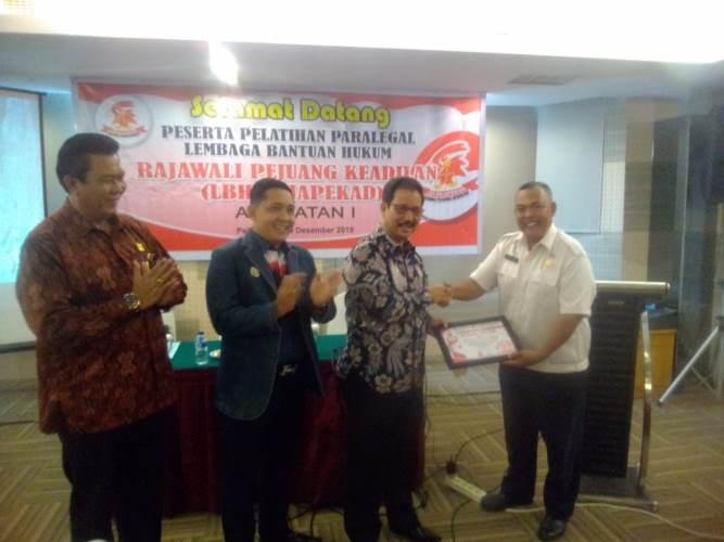 Kakanwil Kemenkum HAM Riau Buka Pelatihan Paralegal LBH Rajapekad
