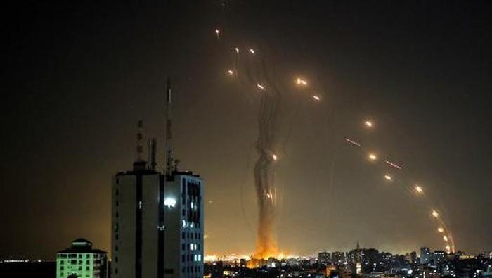 Milisi Hamas Gempur Israel dengan Roket, Iron Dome Beraksi