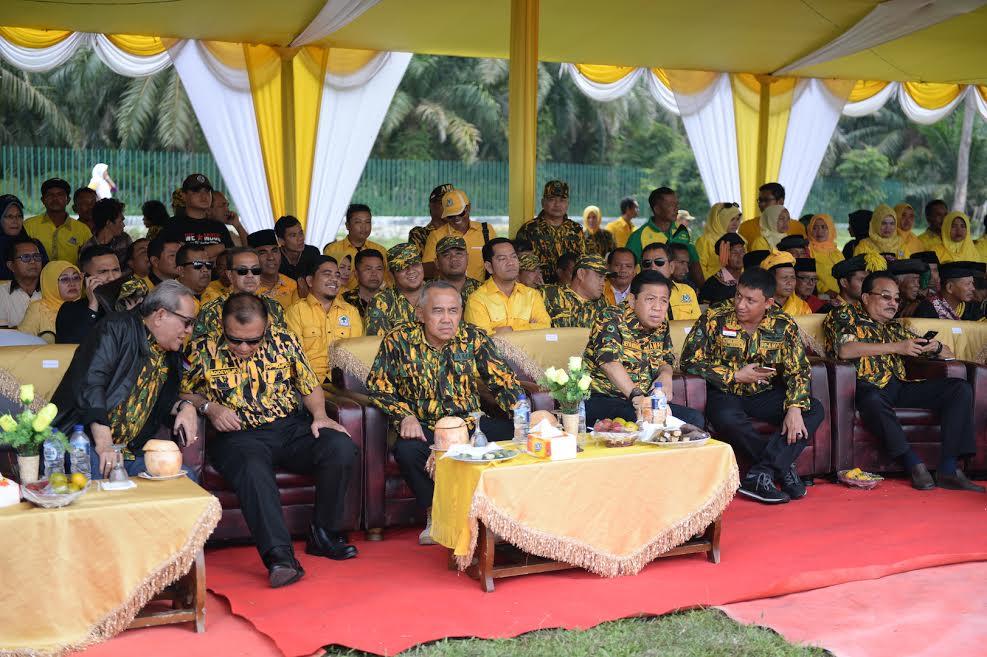 Gubri dan Ketua DPR RI hadiri Jambore Diklat Bela Negara dan Siaga Karya AMPG