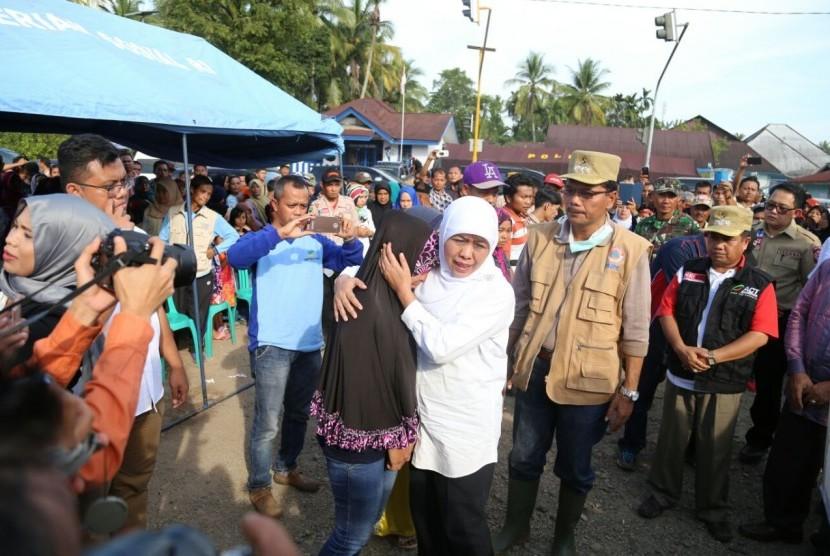Mensos Mengunjungi Korban Banjir dan Longsor Pangkalan
