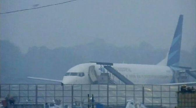 Penerbangan di Bandara SSK II Lumpuh Total