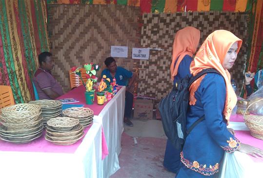 Kampung Tualang Timur Manfaatkan Lidi Sawit Bernilai Ekonomis