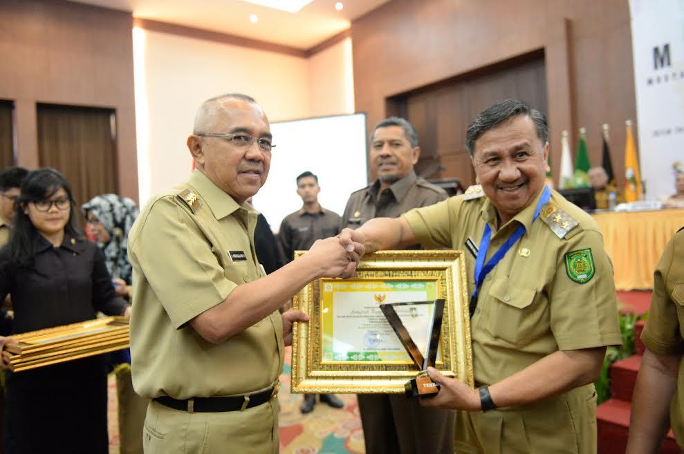 Pemkab Inhil Terima Penghargaan Pangripta Nusantara dari Gubri