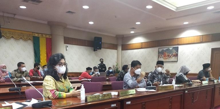 Gelar Rapat Lintas Komisi untuk Tuntaskan Masalah Guru Bantu, DPRD Riau Dapat Apresiasi