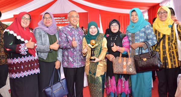 Riau terima 2 Penghargaan Lingkungan Hidup Tahun 2017 dari Presiden.