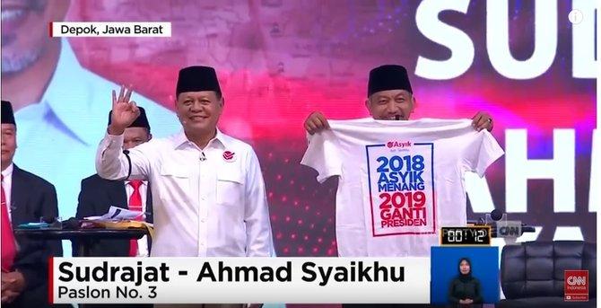 Asyik pamer kaus #2019GantiPresiden di debat
