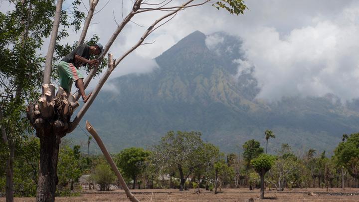 Gubernur Bali Minta Status Gunung Agung Turun, PVMBG: Tunggu