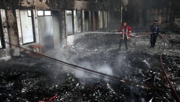 Gedung DPRD Gowa Dibakar