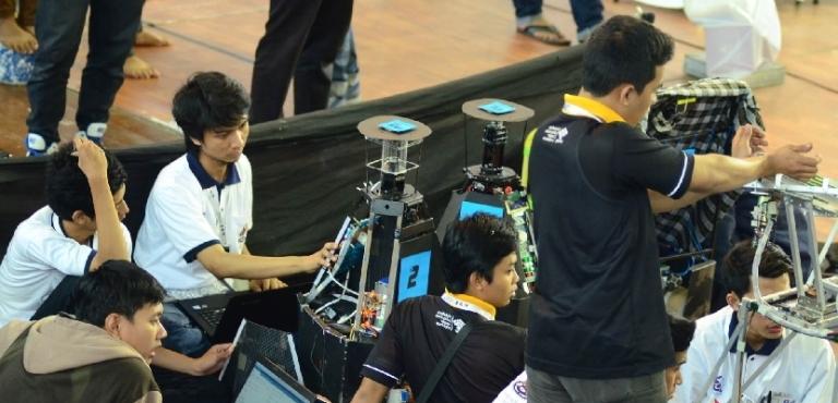 52 tim Ikut kontes Robot Indonesia di Riau