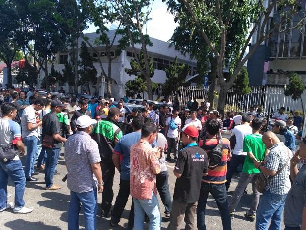 Tertib, Sopir Gocar Berkumpul di kantor Wako Pekanbaru
