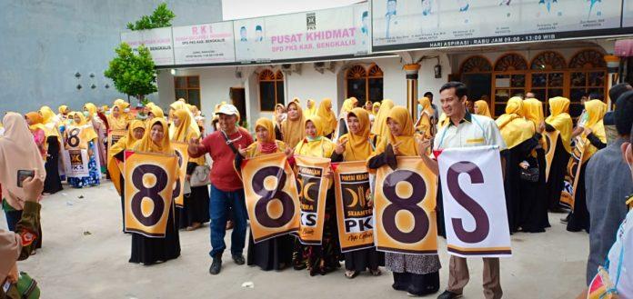 DPD Partai PKS Bengkalis Menggelar Aksi Flashmob di Kota Duri Untuk Menyapa Masyarakat
