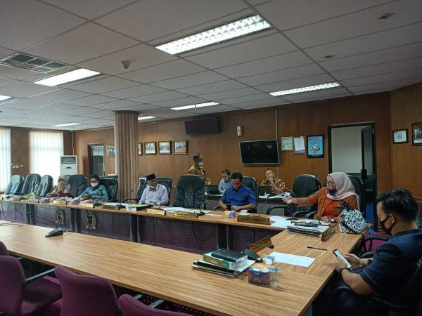 Komisi V DPRD Titip Pesan untuk Gubernur lewat Kadissos soal Bantuan Rp10 Ribu Per Hari