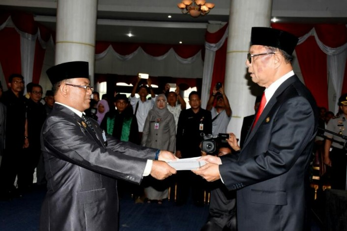 Bupati Kampar  Azis Zaenal Lantik Drs.Yusri,MSi sebagai  Sekda Kampar