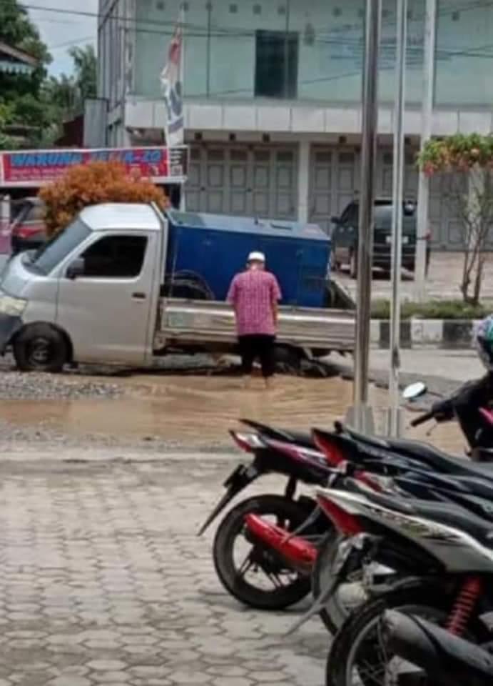 Pemkab Rohul Lalai, Truk Tonase Besar Rusak Jalan Lintas Rohul Pekanbaru