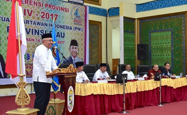 Gubri Buka Konfrensi Provinsi XIV-2017 PWI Riau