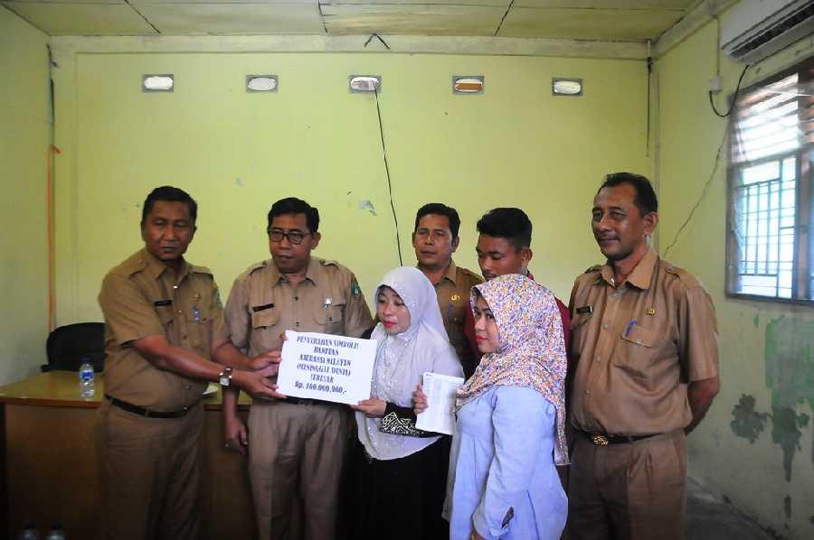 Keluarga Amrin bin Rauf Terima Asuransi Nelayan Jasindo