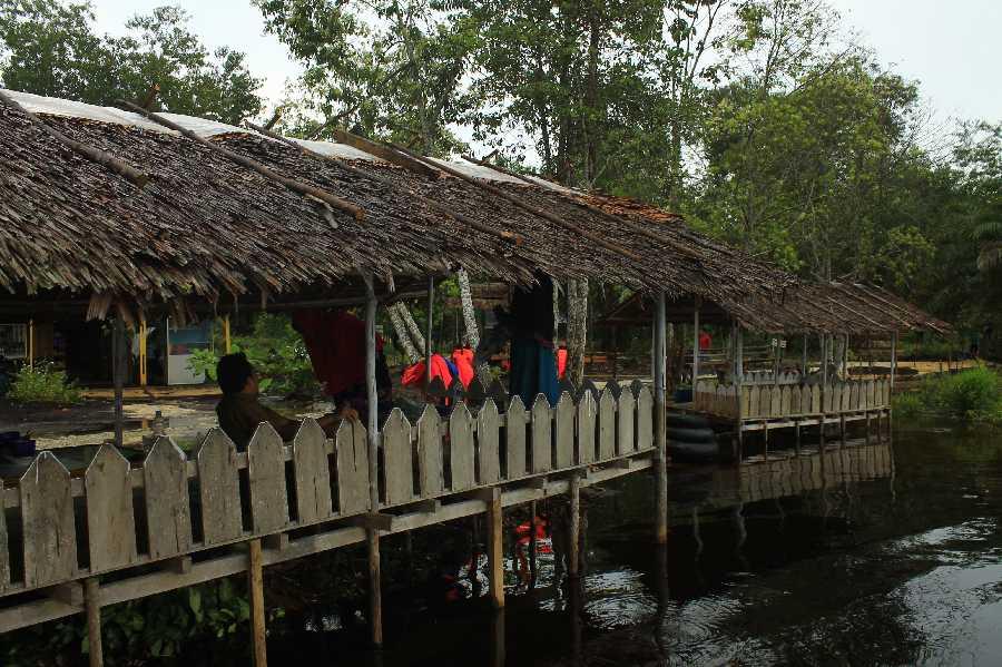 Lomba Baca Puisi Ramaikan Kenduri Puisi di Danau Naga Sakti