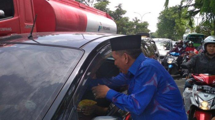 DPW Demokrat Riau Peringati HUT ke 16. Santuni 100 Anak Yatim, Bagikan 2000Roti Untuk Pengendara