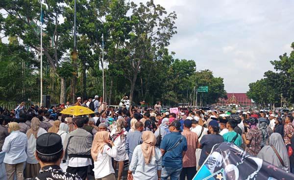 Ratusan Massa GMMK Riau Tuntut KPU Buka Kembali C1