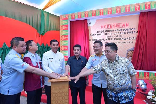 Wako Resmikan Nama Bank Riau Kepri Cabang Pekanbaru