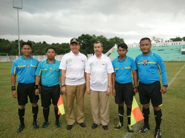 Bupati Syamsuar Buka Turnamen Camat Siak Cup