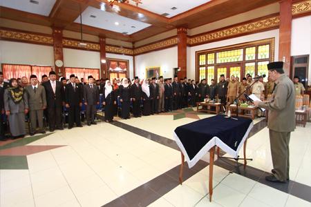 Bupati Syamsuar Lantik 203 Pejabat Sekolah