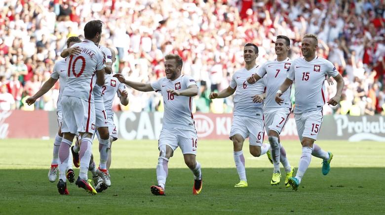Lewat Adu Penalti, Polandia Pulangkan Swiss