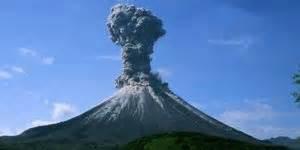Gunung Agung Naik Status Menjadi Awas