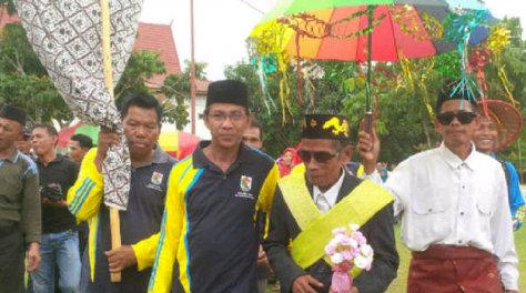 Parade Tradisi Unik Warnai 11 Tahun Bandar Petalangan