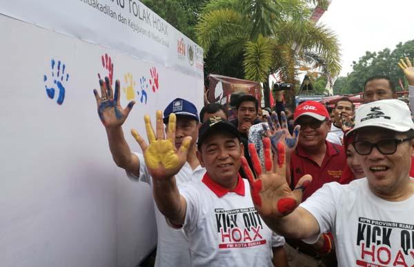 Wartawan se-Riau Bacakan Ikrar Tolak Berita HOAX