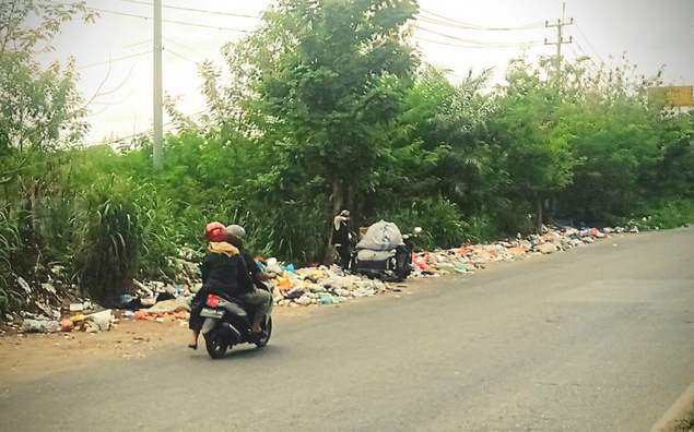 Sampah Bertumpuk di Pinggir Jalan Soekarno-Hatta, Keluhan Warga Tak Kunjung Ditanggapi