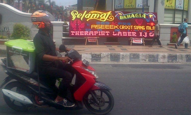 Alamak!! Papan Bungak Tak Senonoh di depan Mall Pekanbaru