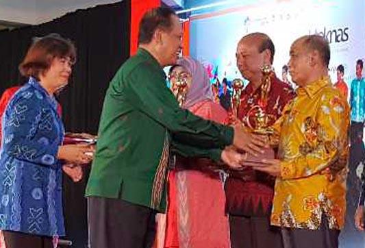 Bupati Pelalawan Terima Penghargaan Budhi Praja 2017